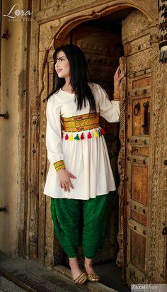 Pakistani Fashion Party Wear, Indian Fashion Dresses, Indian Designer Outfits, Girls Fashion Clothes, Girl Fashion, Indian Gowns, Girls Frock Design, Fancy Dress Design, Stylish Dress Designs