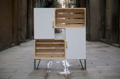 Mueble hecho con cajas de fruta recicladas / Furniture made with recycled fruit…