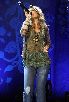 Sandy ousa e faz show em São Paulo com blusa transparente   y_entretenimento - Yahoo OMG! Brasil