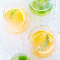 Rezept: Orange Sling. Für 2 Gläser.  Gin-Drink mit selbst gekochtem Ingwersirup und Orangenblütenwasser. Frische Orange und Salbei runden den Drink ab.