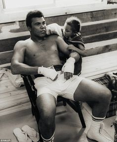 Maryum Ali (known as May May), with her father Muhammad Ali at his training camp in Deer Lake, Pennsylvania, Cassius Marcellus Clay, Jr. [January 1942 – June ❥ A true Champ & A true Legend ! RIP* The Real Greatest Man. Mohamed Ali, Muhammad Ali Fights, Kentucky, Boxing History, Float Like A Butterfly, Sports Personality, Black Is Beautiful, Champion, Father