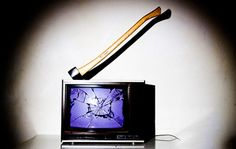 Glaubt man den öffentlich rechtlichen Medien, ist die Mehrheit mit dem Fernsehprogramm zufrieden und sieht die Zwangsgebühr als gerechtfertigt an. Wie aber so häufig ist genau das Gegenteil wahr. I…