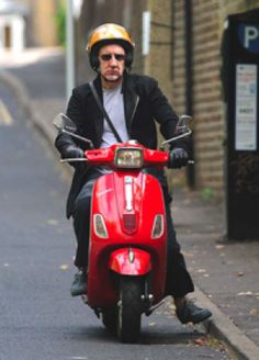 Pete Townsend and Vespa Vespa Lambretta, Vespa Scooters, Football Music, Vespa Sprint, Pictures Of Lily, Pete Townshend, Scooter Motorcycle, Music Pics, Pop Music