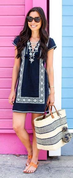 Spring Outfits & Trends Love the casual look of this and the shape. Casual Look, Look Chic, Cute Dresses, Casual Dresses, Summer Dresses, Shift Dresses, Mode Shoes, Estilo Hippie, Outfit Trends