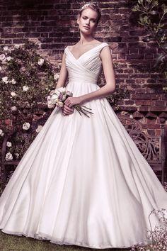 Ellis BridalsのウエディングドレスのセレクトショップDRESS EVERY(ドレスエブリ)では、新品/リユース/インポートが国内最大級の品揃え。常時300着以上の中から『見て・触って・選んだ』ドレスをご試着いただくことで、結婚式を自由に楽しみたい女性達のウエディングドレス選びを応援いたします。