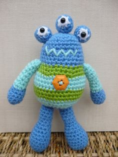 Bug Eyed Monsters Amigurumi Crochet Pattern by mojimojidesign