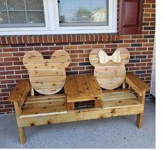 Disney Home Decor, Disney Diy, Disney Crafts, Mickey Mouse House, Mickey Minnie Mouse, Disney Furniture, Disney Rooms, Disney House, Deck Table