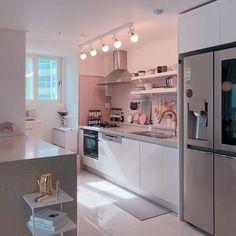 ˚₊· ͟͟͞͞➳❥seokjin ‧₊˚ Korean Apartment Interior, Apartment Design, Home Decor Kitchen, Kitchen Interior, Kitchen Design, Home Room Design, Home Interior Design, House Design, Aesthetic Room Decor