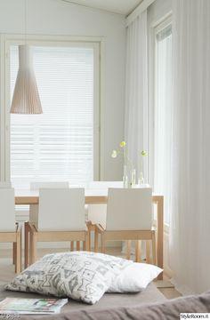 olohuone,ruokailuryhmä,valkoinen,vaaleat sävyt,kodikas