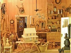 Dollhouse Miniatures : A miniature house in a miniature house by a very talented Tom Roberts & Son Share, Repin, Comment - Thanks!