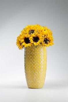 Βάζο Azucar Yellow 34 Υπέροχο πήλινο βάζο με ανάγλυφο σχέδιο σε κίτρινο και λευκό χρώμα με γυαλιστερό φινίρισμα. Vase, Yellow, Girls, Home Decor, Toddler Girls, Decoration Home, Daughters, Room Decor, Maids