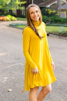 yellow dress blue shoes 08234