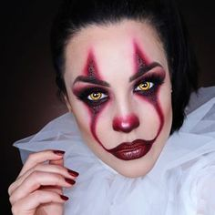 Looking for for inspiration for your Halloween make-up? Check this out for creepy Halloween makeup looks. Maquillage Halloween Clown, Halloween Makeup Clown, Creepy Halloween Makeup, Scary Halloween Costumes, Cute Halloween, Clown Makeup Pretty, Clown Hair, Es Der Clown, Makeup Tutorials