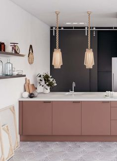 Home Interior Inspiration dusty pink cabinets black and white walls and exquisite pendant lamps create a sophisitcated look.Home Interior Inspiration dusty pink cabinets black and white walls and exquisite pendant lamps create a sophisitcated look Farmhouse Style Kitchen, Modern Farmhouse Kitchens, Black Kitchens, Rustic Kitchen, Home Kitchens, Gold Kitchen, Pink Kitchen Walls, Pink And Grey Kitchen, Pink Kitchens