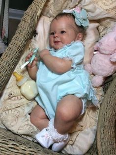 Lifelike-Limited-Edition-Baby-Doll-Reborn-Greta-by-Andrea-Arcello
