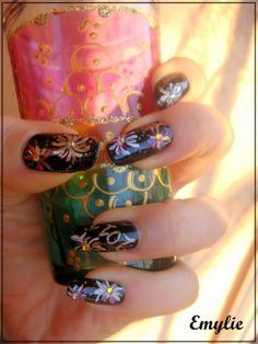 Inspiring New Year Eve Nail Art Design Themes With Cool Fireworks Motif On Black Nail Background - Natural Nail Art #prom nail art