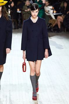 Marc Jacobs Fall 2020 Ready-to-Wear Fashion Show - Vogue Lela Rose, Catwalk Collection, Fashion Show Collection, Marc Jacobs, Vogue Paris, Fashion 2020, Runway Fashion, Fashion Weeks, Ladies Fashion