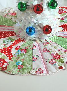 mini tree skirt tutorial with free pattern, for a table top / desk tree - too… Christmas Sewing, Christmas Crafts, Christmas Ideas, Christmas Quilting, Holiday Ideas, Christmas Decorations, Christmas Ornaments, Mini Christmas Tree, Merry Christmas