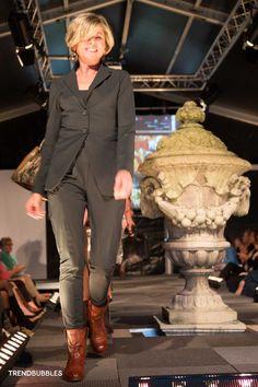 Bekijk de foto's van de Fashionshow van De Dames Heeren in samenwerking met Image damesschoenen. #chaam #ulvenhout #dameskleding #modeshow Helene Geerts Klik hier: http://trendbubbles.nl/de-dames-heeren-2/