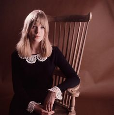 Ohhhh! Marianne Faithful