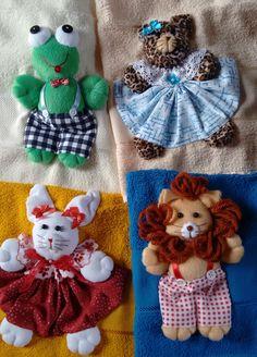 Bichinhos feitos de velboa e aplicados em toalhas de mão.