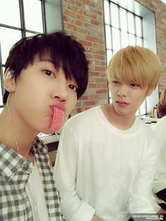 Haha look how hard he's judging him - NCT Nct Yuta, Taeyong, Nct Dream Members, Nct U Members, Nct 127, Mark Lee, Kpop Quiz, Ji Hansol, Zen