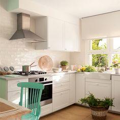 """Cocinas pequeñas en """"L"""": cómo organizarlas para exprimir cada cm"""