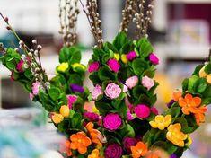 Palma wielkanocna z bibuły - żółte i pomarańczowe kaczeńce Floral Wreath, Wreaths, Plants, Decor, Dekoration, Flower Crown, Decoration, Door Wreaths, Deco Mesh Wreaths