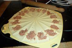 Chaussons apéritifs au thon et à la tomate - Croissant Party de Tupperware ~ Cupcake, Baston et Talons Hauts