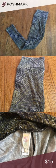 LuLaroe leggings This is a subtle but fun design! It is black and white with a hint of yellow. These are the softest leggings I have ever felt, and never worn! LuLaRoe Pants Leggings