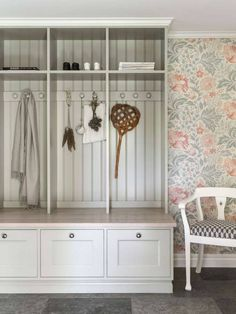 Entry with storage Decor, House Interior, Beautiful Interior Design, Interior Inspiration, Interior, Small Laundry Room Organization, Home Decor, Room Storage Diy, Interior Design Kitchen Small
