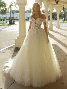 "The ""Antoinette"" style by Randy Fenoli at Kleinfeld's in NYC Randy Wedding Dresses, Randy Fenoli Dresses, Designer Wedding Dresses, Wedding Gowns, Pagan Wedding, Classic Wedding Dress, Bride Look, Dream Dress, Dress Collection"