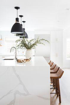 Oak Hills Kitchen Remodel: Modern white kitchen with subway tile + statement lighting by Lindsey Brooke Design All White Kitchen, New Kitchen, 10x10 Kitchen, Kitchen Wood, Kitchen Modern, Modern Farmhouse, Farmhouse Style, Home Interior, Interior Design Kitchen
