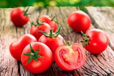 Learn how tomatoes have been proven to lower uric acid levels and clear up the confusion that tomatoes don't belong in a gout diet. Cooking Herbs, Cooking Tomatoes, Foods For Heart Health, Health Benefits Of Tomatoes, Gout Diet, Uric Acid, Nutrition, Mediterranean Diet Recipes, No Carb Diets