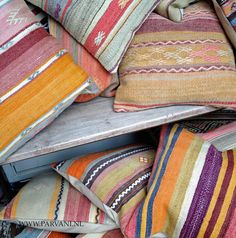 Parvani | Kelim-kussens-uniek-kleurig-patroon