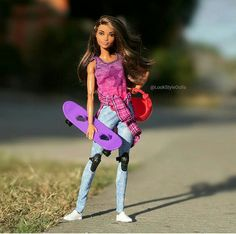Our goal is to keep old friends, ex-classmates, neighbors and colleagues in touch. Diy Barbie Clothes, Barbie Toys, Barbie Fashionista, Sexy Outfits, Doll Outfits, Barbie Collector, Barbie And Ken, Look Fashion, Street Fashion