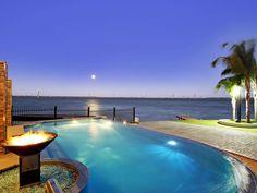 Lang Street Luxury Retreat, a Yarrawonga Mulwala Guest House | Stayz