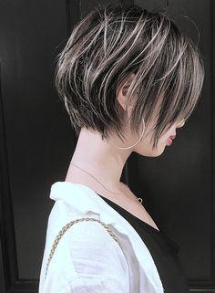 『 ミルフィーユグラデーション 』(髪型ショートヘア)(ビューティーナビ) Short Grunge Hair, Short Hair Cuts, Short Hair Styles, Cabello Hair, Hair Arrange, Great Hair, Hair Highlights, Hair Dos, Dark Hair