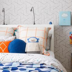 Livettes Kids stripy cube wallpaper perfectly fits in this boys room interior designed by Little Liberty. Gorgeous :)))