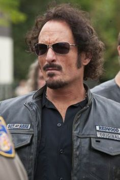 Alexander Tig Trager, portrayed by the one and only Kim Coates in FX's Sons of Anarchy, is unforgettable at best. Tig is what we refer to as the strange one, from his questionable hook-ups, to his bizarre club-related antics. Serie Sons Of Anarchy, Sons Of Anarchy Samcro, Sons Of Anachy, Outlaws Motorcycle Club, Motorcycle Art, Kim Coates, Sons Of Anarchy Motorcycles, Charlie Hunnam Soa, Jax Teller