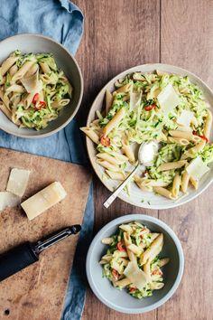 Save the recipe! Zucchini Pasta, Garlic Parmesan, Best Dishes, Recipe Of The Day, Chili, Ethnic Recipes, Food, Zucchini, Chile