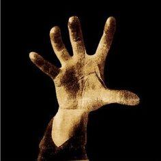Never gets old ! SOAD m'a marqué l'adolescence avec ses deux premiers albums à tel point qu'aujourd'hui encore, je voyage dans le passé en les écoutant. Attache ta ceinture, on part toi et moi ! #TBT #toxicity #SOAD #SystemOfADown #needles #chopsuey #classic #metal #numetal #serjtankian #teenage #nostalgie #souvenirs #rebelle http://leeloorocks.com/2015/07/09/system-of-a-down-album-eponyme-toxicity/?utm_campaign=crowdfire&utm_content=crowdfire&utm_medium=social&utm_source=pinterest