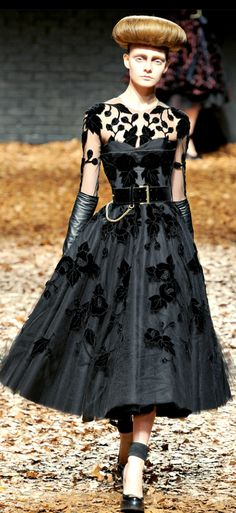 Great dress... LOVE pocket watch detail on evening gown.
