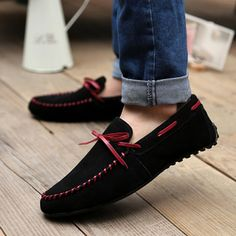 Footwear for sure certainly are a form customary that often creates slightly of smart-casual development to effectively whatever outfits. Gucci Loafers Women, Loafers Men, Hot Shoes, Men's Shoes, Shoe Boots, Moda Fashion, Fashion Shoes, Fashion Fall, Fashion News