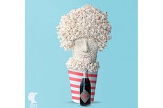 Popcorn Movie-Watcher Artist: Dan Cretu A piece that creates meaning through whimsical self-reference, this sculpture of an avid movie-goer is made mainly of a beloved movie theater snack — popcorn. Edible Food, Edible Art, Everyday Objects, Everyday Food, Food Design, Design Art, Web Design, Cute Food, Good Food