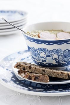 Kom bloem van Delfs-Blond Blond Amsterdam, Going Dutch, Love Blue, Delft, Oatmeal, Breakfast, Ethnic Recipes, Food, Bujo