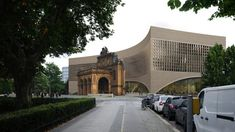 Dorte Mandrup has revealed visuals of a museum in Berlin that will create a backdrop to the ruins of Anhalter Bahnhof station and tell stories of the people who fled the Nazi regime. Louis Kahn, Hans Poelzig, Cobblestone Paving, Museum Plan, Berlin Museum, Engineering Firms, Civil Engineering, Berlin City, Brick Facade