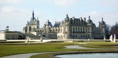 Layover more than 5 hours - Layover in Paris - Tourism Roissy-en-France Beautiful Castles, Beautiful Places, Beautiful Homes, Castles To Visit, Portugal, Destinations, Tourist Office, French Castles, Castle House