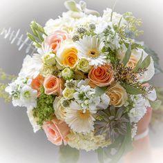 Summer bridal bouquet by Mya Frey