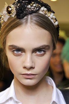 I should wear my big headbands again :)  Adórnate el pelo: Dolce & Gabbana | Galería de fotos 1 de 29 | Vogue